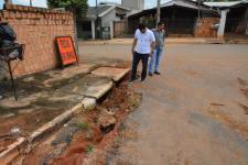 Vereadores fiscalizam obras de asfalto no bairro Nova Aliança