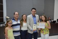 Adolescente de Sorriso recebe Moção de Aplauso pela publicação de livro infantil