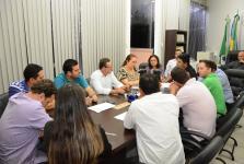 Vereadores discutem com secretários destino do lixo seco